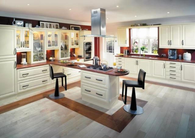 Devon kitchens kitchenworld exeter harvard cream kitchen for Kitchen design exeter